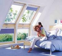 Raamdecoratie bij schuine ramen. Daar is velux een welkome oplossing!