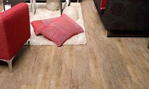 PVC vloeren in stroken en tegels verkrijgbaar